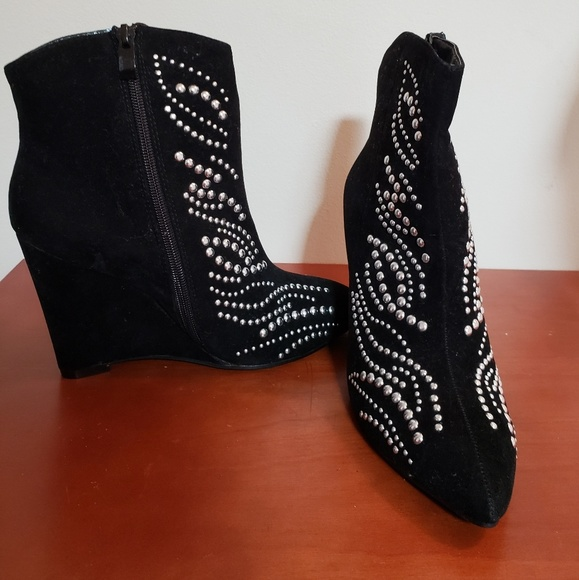 black faux suede studded wedge boots sz 6